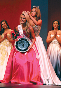 Morgan Gold being crowned Miss Frontier Country Outstanding Teen