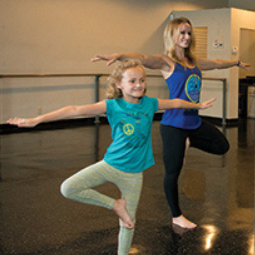 thumb_FEAT_Young_Yoga_Mother_and_Daughter_1214
